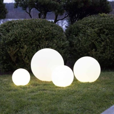 4 izgaismotu bumbu komplekts TWILIGHTS Saules baterijas